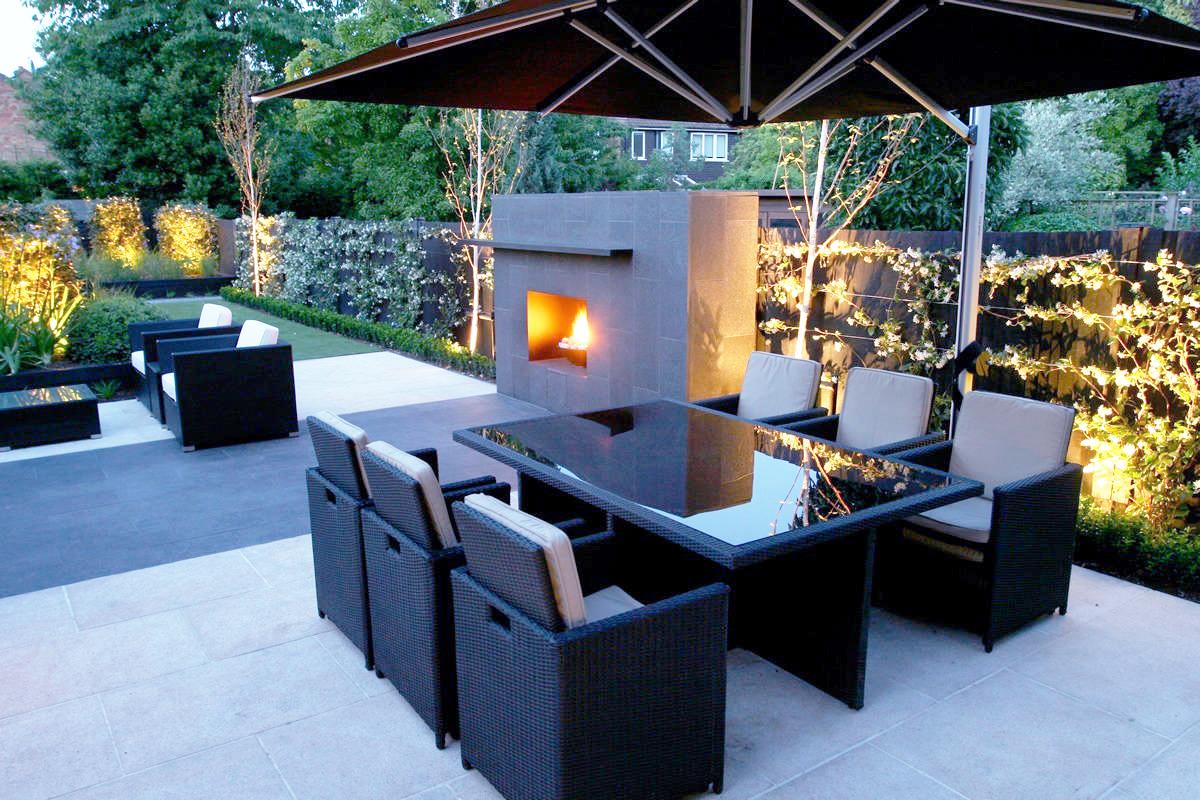sfeervolle buitenhaard verwarming van het huis met brandhout. Black Bedroom Furniture Sets. Home Design Ideas